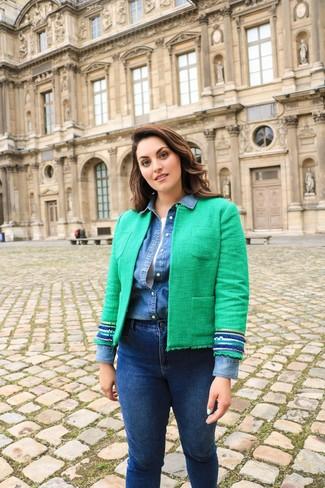 Как и с чем носить: зеленый твидовый жакет, синяя джинсовая рубашка, белая майка, темно-синие джинсы скинни