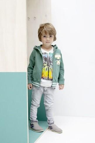 Как и с чем носить: зеленый худи, белая футболка, серые джинсы, серые кеды