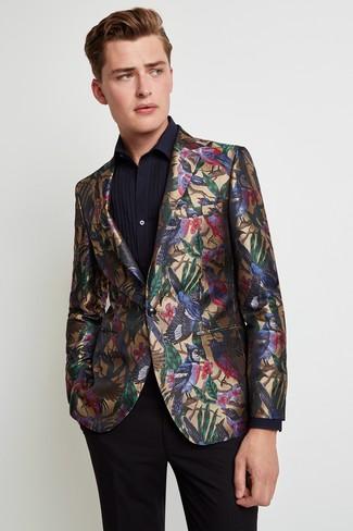 Как и с чем носить: золотой пиджак с принтом, черная классическая рубашка, черные классические брюки
