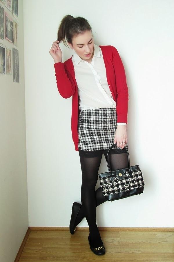 Красный кардиган и юбка