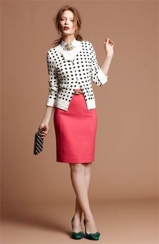 Модный лук: Бело-черный кардиган в горошек, Белая классическая рубашка, Красная юбка-карандаш, Темно-зеленые кожаные туфли