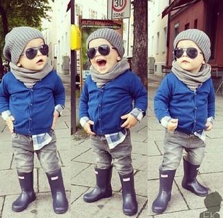 Как и с чем носить: синий кардиган, синяя рубашка с длинным рукавом, серые джинсы, черные резиновые сапоги