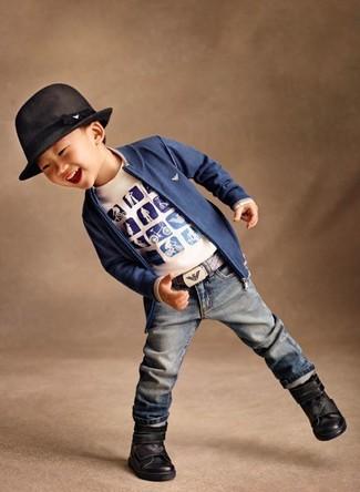 Как и с чем носить: синий кардиган, белая футболка с принтом, синие джинсы, черные ботинки