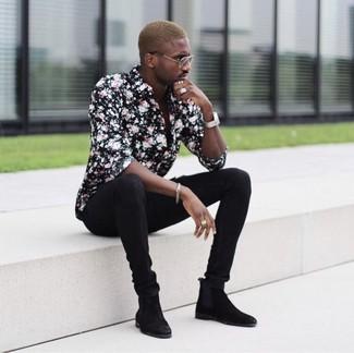 Как и с чем носить: черная классическая рубашка с цветочным принтом, черные зауженные джинсы, черные замшевые ботинки челси, серебряные часы