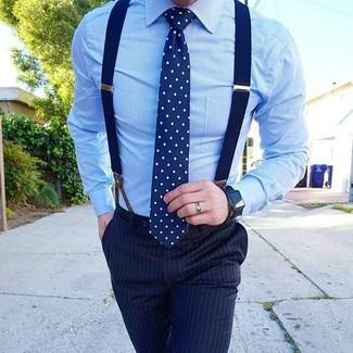 Как и с чем носить: голубая классическая рубашка, темно-синие классические брюки в вертикальную полоску, темно-сине-белый галстук в горошек, темно-синие подтяжки