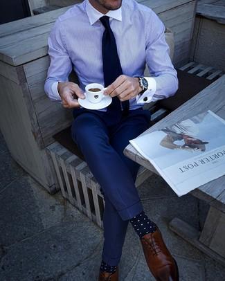 Как и с чем носить: бело-синяя классическая рубашка в вертикальную полоску, темно-синие классические брюки, коричневые кожаные оксфорды, темно-синий галстук