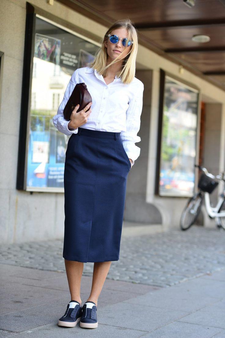 Рубашка к темно-синей юбке