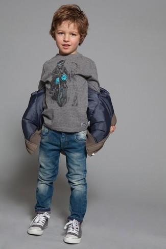 Как и с чем носить: коричневая куртка, серая футболка с длинным рукавом, синие джинсы, серые кеды