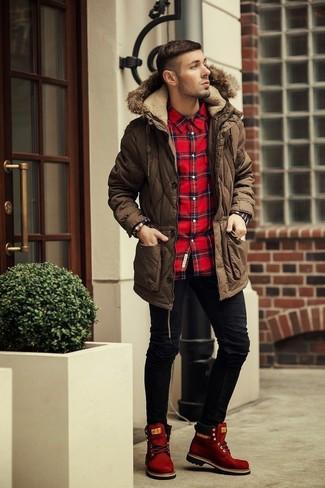 0b180129f85836f ... Модный лук: коричневая парка, красно-черная рубашка с длинным рукавом в шотландскую  клетку