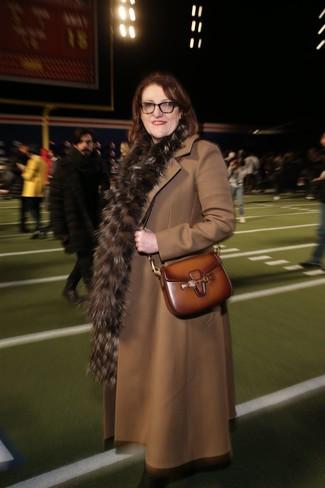 коричневое пальто коричневая кожаная сумка через плечо коричневый меховой шарф large 24320