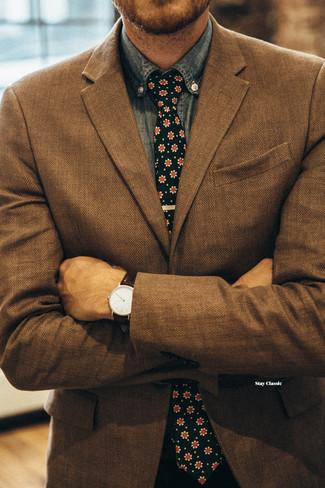 """Как и с чем носить: коричневый пиджак с узором """"в ёлочку"""", синяя рубашка с длинным рукавом из шамбре, черный галстук с цветочным принтом"""