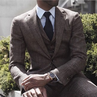 da3c78f5ae6c Как и с чем носить: коричневый шерстяной костюм-тройка, белая классическая  рубашка,