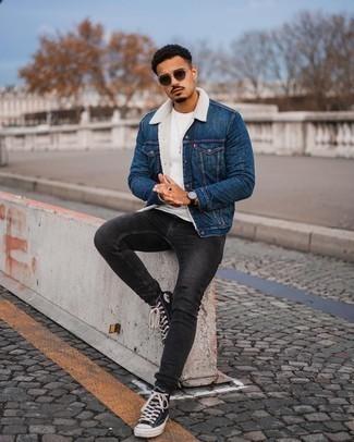С чем носить синюю джинсовую короткую дубленку мужчине: Поклонникам непринужденного стиля придется по душе ансамбль из синей джинсовой короткой дубленки и темно-серых зауженных джинсов. Чтобы привнести в ансамбль чуточку авантюрности , на ноги можно надеть черно-белые высокие кеды из плотной ткани.