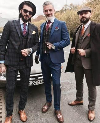 Темно-серый жилет в шотландскую клетку: с чем носить и как сочетать: Несмотря на то, что это достаточно консервативный ансамбль, сочетание темно-серого жилета в шотландскую клетку и темно-синего костюма неизменно нравится стильным мужчинам, а также покоряет дамские сердца. Подбирая обувь, можно немного поэкспериментировать и закончить ансамбль коричневыми кожаными брогами.