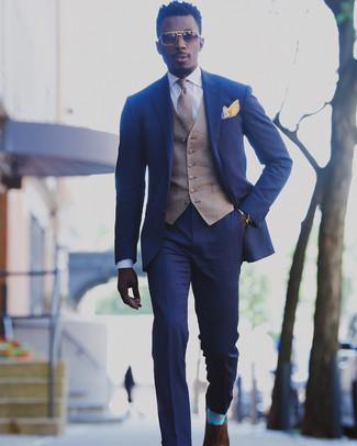 Как и с чем носить: синий костюм, коричневый жилет в шотландскую клетку, белая классическая рубашка, коричневые кожаные оксфорды