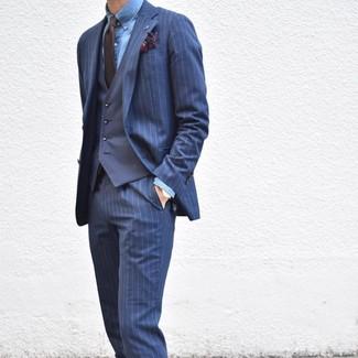Как и с чем носить: темно-синий костюм в вертикальную полоску, темно-синий жилет, синяя классическая рубашка из шамбре, темно-коричневый галстук