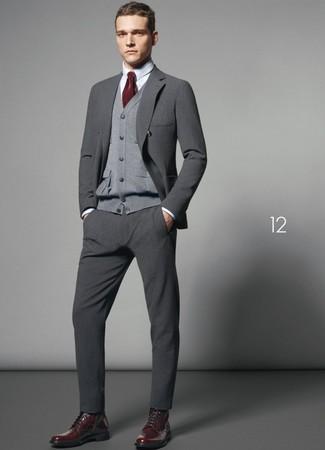 8b2fee18adc0 Модный лук: серый шерстяной костюм, серый кардиган, белая ...