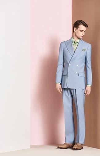 Как и с чем носить: голубой костюм, мятная классическая рубашка с принтом, светло-коричневые кожаные броги, мятный галстук