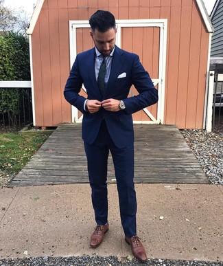 """Как и с чем носить: темно-синий костюм, голубая классическая рубашка, коричневые кожаные броги, темно-сине-зеленый галстук с """"огурцами"""""""