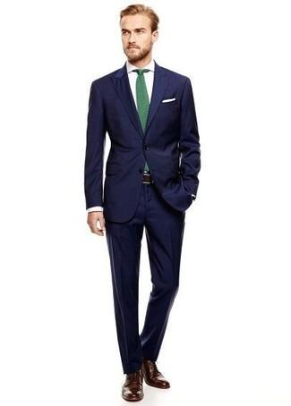 Как и с чем носить: темно-синий костюм, белая классическая рубашка, темно-коричневые кожаные броги, зеленый галстук