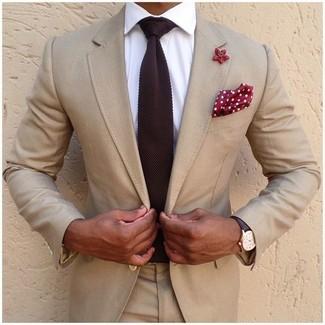 Как и с чем носить: бежевый костюм, белая классическая рубашка, темно-красный вязаный галстук, красно-белый нагрудный платок в горошек