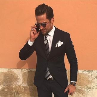 Как и с чем носить: черный костюм, белая классическая рубашка, серый галстук в вертикальную полоску, белый нагрудный платок