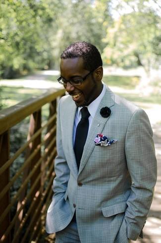 Как и с чем носить: мятный костюм, белая классическая рубашка, черный галстук, разноцветный нагрудный платок с принтом
