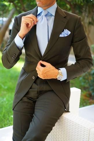 Как и с чем носить: темно-серый костюм, голубая классическая рубашка, голубой галстук, голубой нагрудный платок