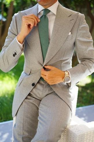 Как и с чем носить: серый костюм, белая классическая рубашка, темно-зеленый галстук в горошек, белый нагрудный платок