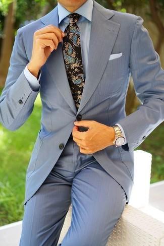 """Как и с чем носить: голубой костюм, голубая классическая рубашка, черный галстук с """"огурцами"""", белый нагрудный платок"""