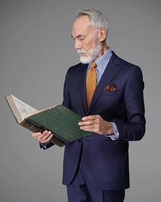 Как и с чем носить: темно-синий костюм, бело-синяя классическая рубашка в вертикальную полоску, оранжевый галстук в горошек, оранжевый нагрудный платок с принтом