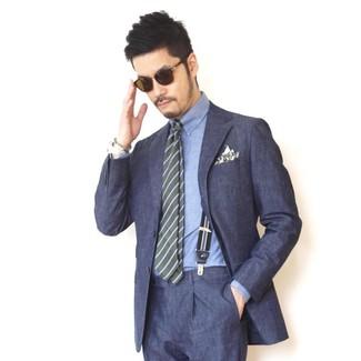 Как и с чем носить: темно-синий костюм, синяя классическая рубашка из шамбре, оливковый галстук в горизонтальную полоску, оливковый нагрудный платок с принтом