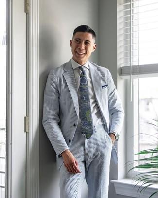 """Как и с чем носить: голубой костюм из жатого хлопка в вертикальную полоску, белая классическая рубашка, темно-сине-зеленый галстук с """"огурцами"""", белый нагрудный платок"""