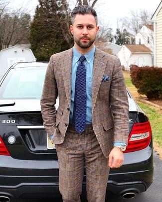 Как и с чем носить: коричневый костюм в шотландскую клетку, голубая классическая рубашка из шамбре, темно-синий галстук в горошек, синий нагрудный платок