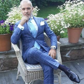 Как и с чем носить: синий костюм в клетку, белая классическая рубашка, черные кожаные лоферы с кисточками, голубой галстук