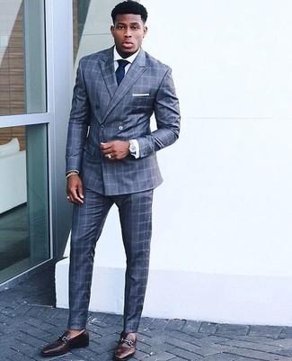 Как и с чем носить: синий костюм в клетку, белая классическая рубашка, темно-коричневые кожаные лоферы, темно-синий галстук