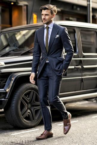 Как и с чем носить: черный костюм, голубая классическая рубашка в вертикальную полоску, коричневые кожаные монки с двумя ремешками, оливковый вязаный галстук