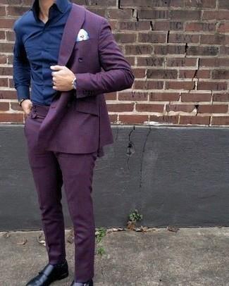 Темно-сине-белые носки в горошек: с чем носить и как сочетать мужчине: Несмотря на свою легкость, лук из фиолетового костюма и темно-сине-белых носков в горошек приходится по душе стильным молодым людям, покоряя при этом сердца женского пола. Не прочь сделать ансамбль немного строже? Тогда в качестве обуви к этому образу, стоит выбрать черные кожаные монки с двумя ремешками.