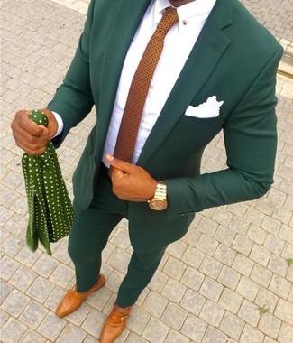 Как и с чем носить: темно-зеленый костюм, белая классическая рубашка, табачные кожаные монки, оранжевый галстук в горошек