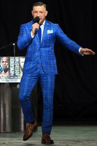 Как и с чем носить: синий костюм в клетку, белая классическая рубашка, коричневые кожаные монки, синий галстук