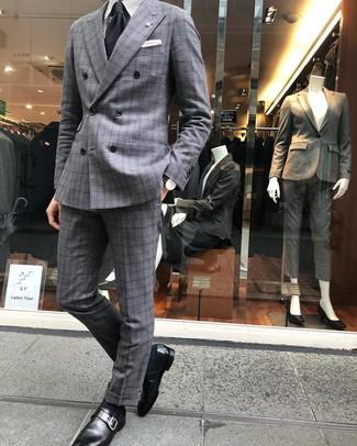 Как и с чем носить: серый костюм в шотландскую клетку, серая классическая рубашка в вертикальную полоску, черные кожаные монки, черный галстук