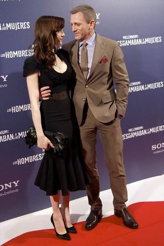 Как и с чем носить: коричневый костюм, светло-фиолетовая классическая рубашка, темно-коричневые кожаные оксфорды, коричневый галстук