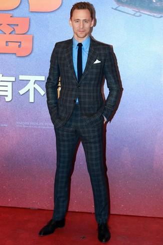 Как и с чем носить: темно-синий костюм в клетку, синяя классическая рубашка, черные кожаные оксфорды, черный галстук