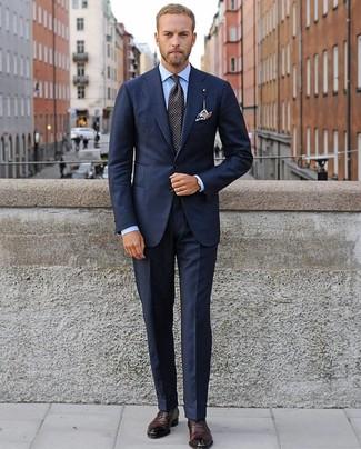 Как и с чем носить: темно-синий костюм, голубая классическая рубашка, темно-красные кожаные оксфорды, черный галстук в горошек