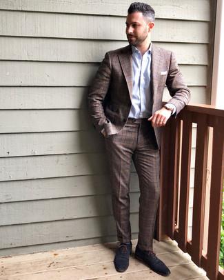 Как и с чем носить: коричневый костюм в шотландскую клетку, голубая классическая рубашка, темно-синие кожаные оксфорды, белый нагрудный платок