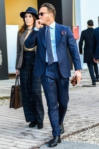 Черные кожаные оксфорды: с чем носить и как сочетать: Несмотря на то, что этот образ кажется довольно консервативным, ансамбль из темно-синего костюма и голубой классической рубашки всегда будет нравиться стильным мужчинам, пленяя при этом сердца прекрасных дам. Говоря об обуви, можно закончить образ черными кожаными оксфордами.