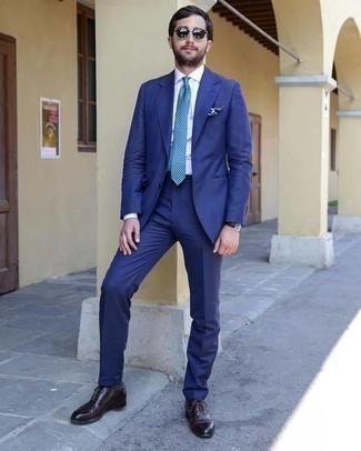 С чем носить черные солнцезащитные очки мужчине: Синий костюм и черные солнцезащитные очки надежно закрепились в гардеробе современных парней, помогая создавать неприевшиеся и стильные ансамбли. Не прочь сделать образ немного элегантнее? Тогда в качестве дополнения к этому ансамблю, выбирай темно-коричневые кожаные оксфорды.