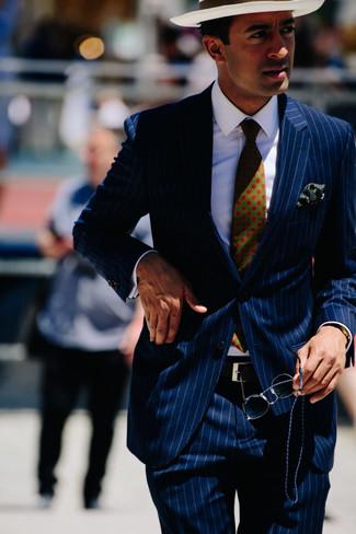 Как и с чем носить: темно-синий костюм в вертикальную полоску, белая классическая рубашка, белая соломенная шляпа, темно-зеленый галстук с принтом