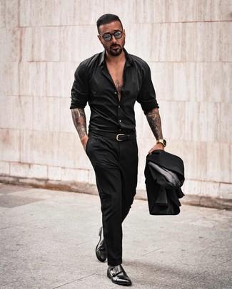Как и с чем носить: черный костюм, черная рубашка с длинным рукавом, черные кожаные монки с двумя ремешками, черный кожаный ремень