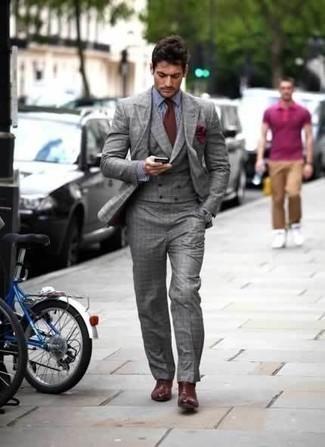 Темно-красный нагрудный платок: с чем носить и как сочетать: Друзья несомненно оценят твое чувство стиля, когда увидят тебя в сером костюме-тройке в шотландскую клетку и темно-красном нагрудном платке. Думаешь сделать образ немного элегантнее? Тогда в качестве дополнения к этому луку, выбирай темно-красные кожаные ботинки челси.